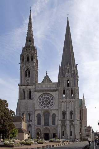 1200px Chartres Cathedral